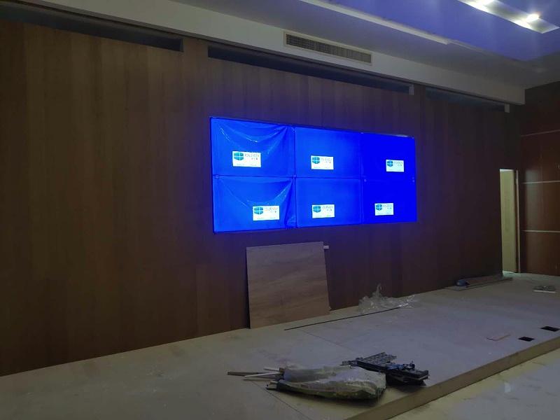 广东揭阳普宁法院55寸0.88拼接屏安装效果图