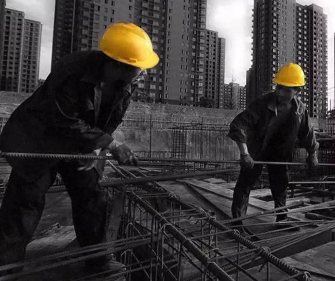 建筑工人:城市的建设者