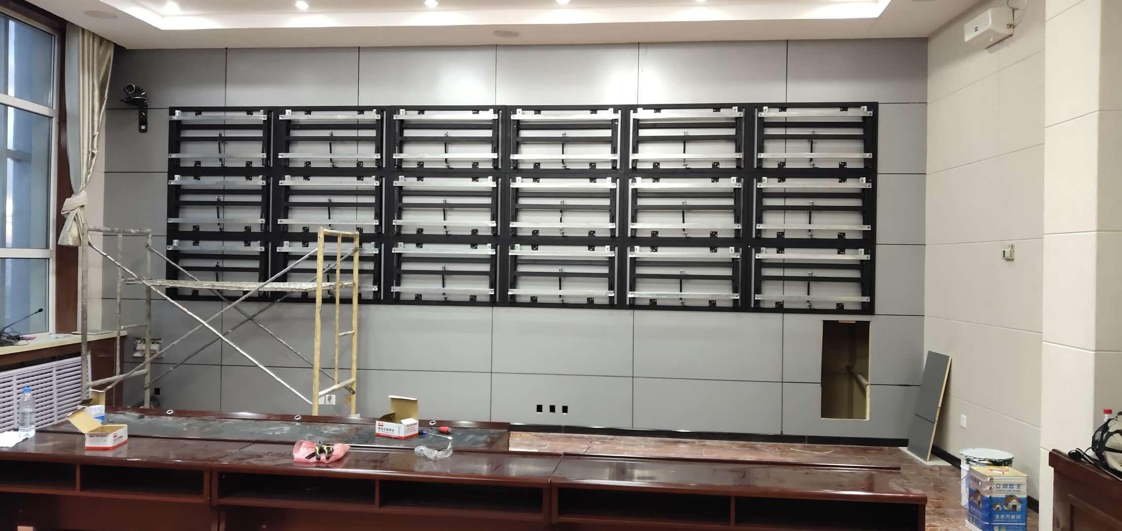 青海河南县人民政府46寸液晶拼接屏18单元壁挂支架