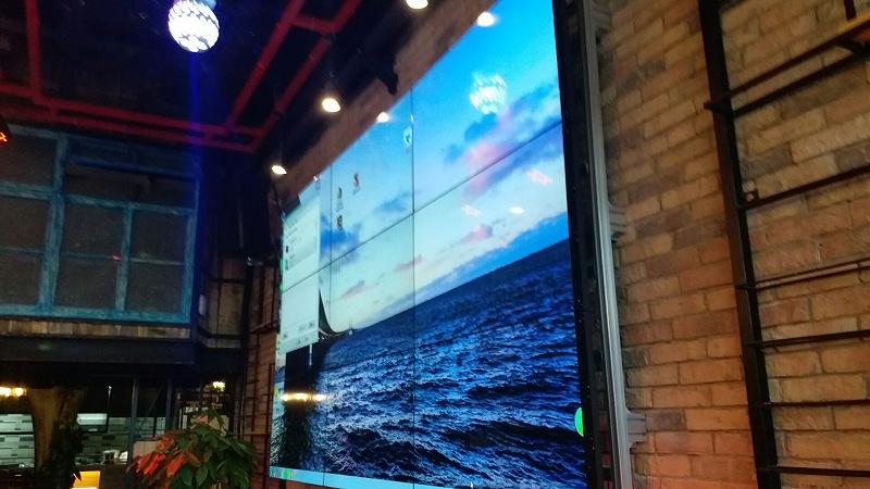 贵州白鹭小酒馆55寸液晶电视墙