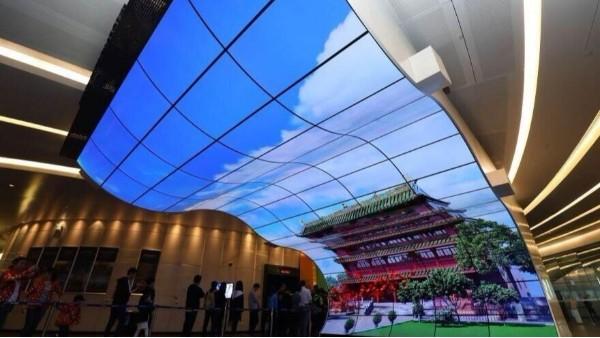 OLED显示屏未来可期,商显行业之旅中亿睿科技伴你同