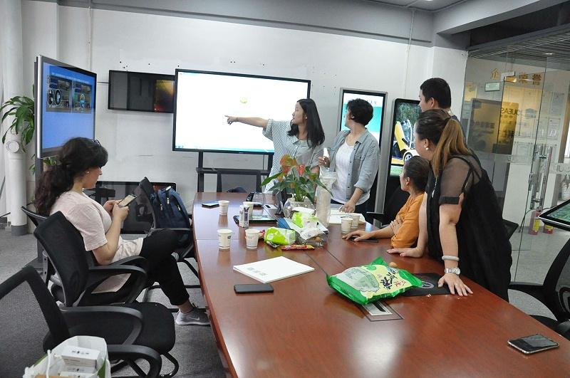 深圳中亿睿科技热烈欢迎迪拜客户莅临我司参观考察