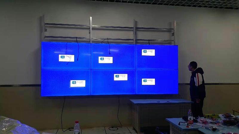 重庆市龙门浩职业高级中学LG55寸3X3单元液晶拼接屏