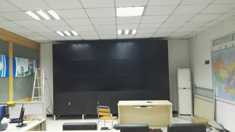万集物流信息监控中心46寸液晶拼接屏