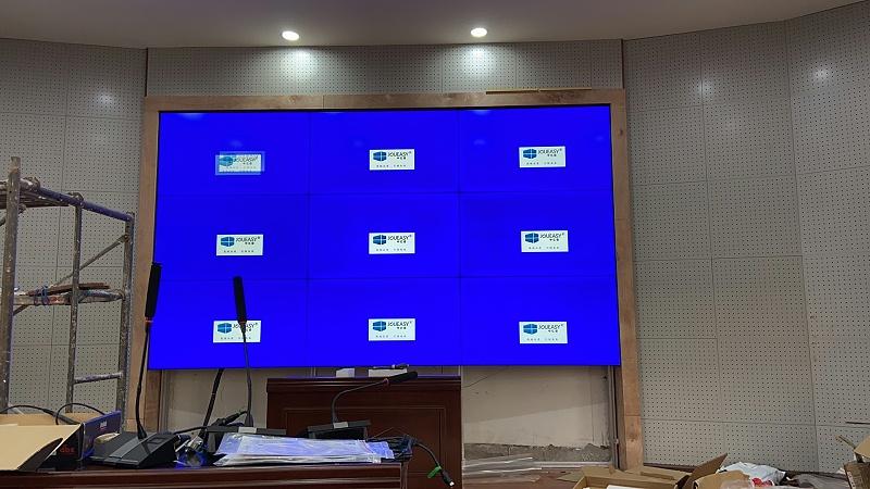 中亿睿液晶拼接屏案例分享:贵州铜仁第二中学二楼会议室项目安装现场