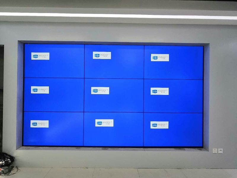 中亿睿液晶拼接屏助力北京辰芯智能科技打造一个可视化智能展示展厅项目安装现场